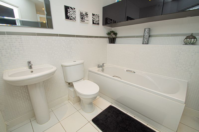4 bed house for sale in Fleetwood Close 18