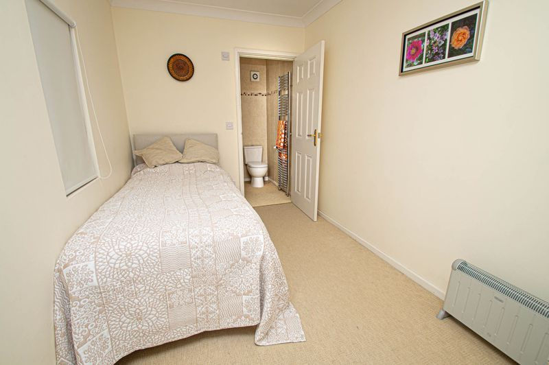 3 bed house for sale in Lansdowne Road 13