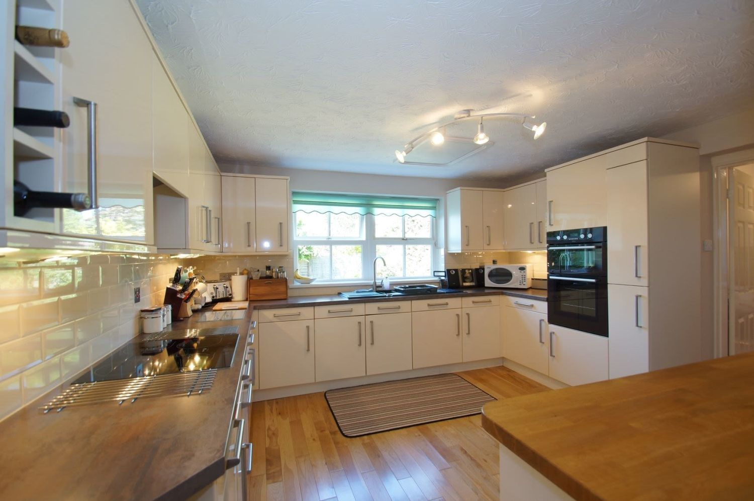 4 bed detached for sale in Acre Lane, Webheath  - Property Image 7
