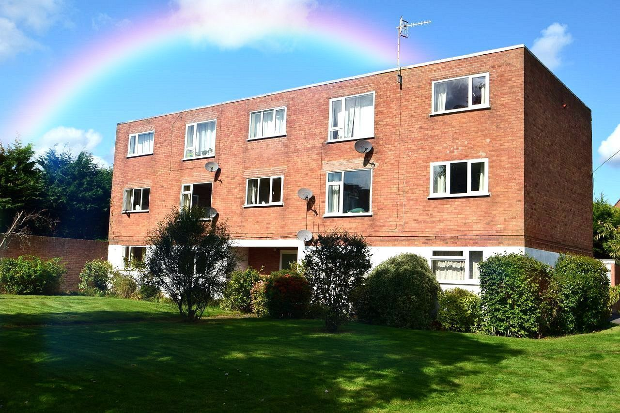2 bed flat for sale in Farleigh Road, Pershore 1