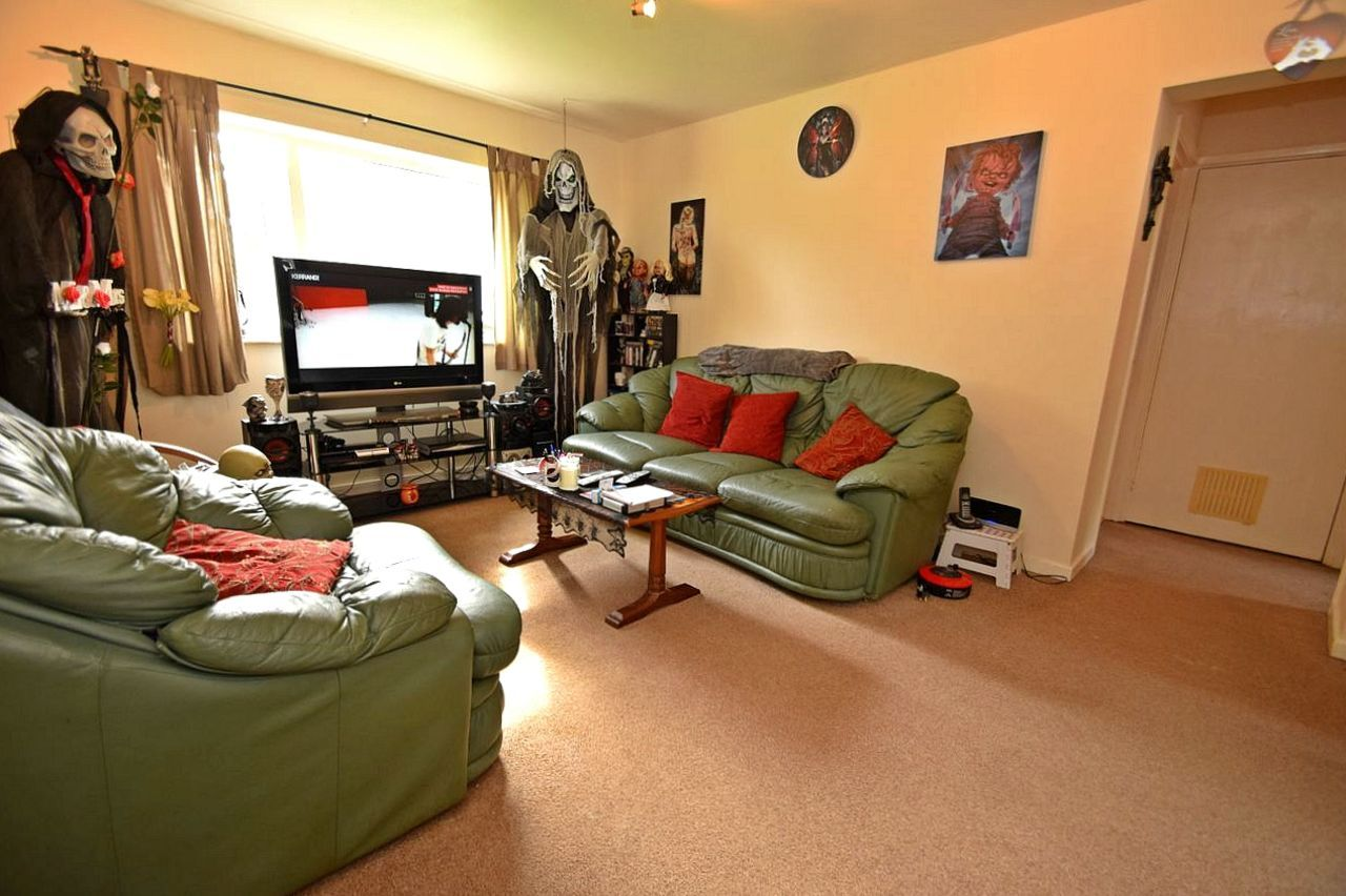 2 bed flat for sale in Farleigh Road, Pershore 2