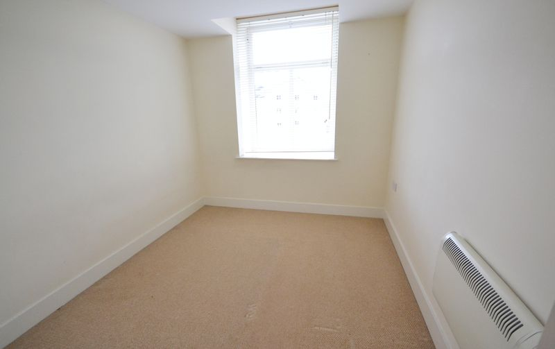 2 bed Flat for sale in Textile Street - Photo 5 (Property Image 10)