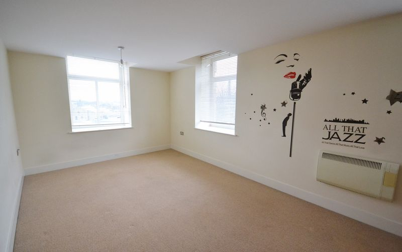 2 bed Flat for sale in Textile Street - Photo 8 (Property Image 4)