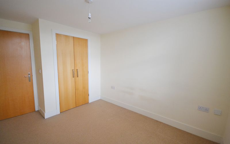 2 bed Flat for sale in Textile Street - Photo 3 (Property Image 8)