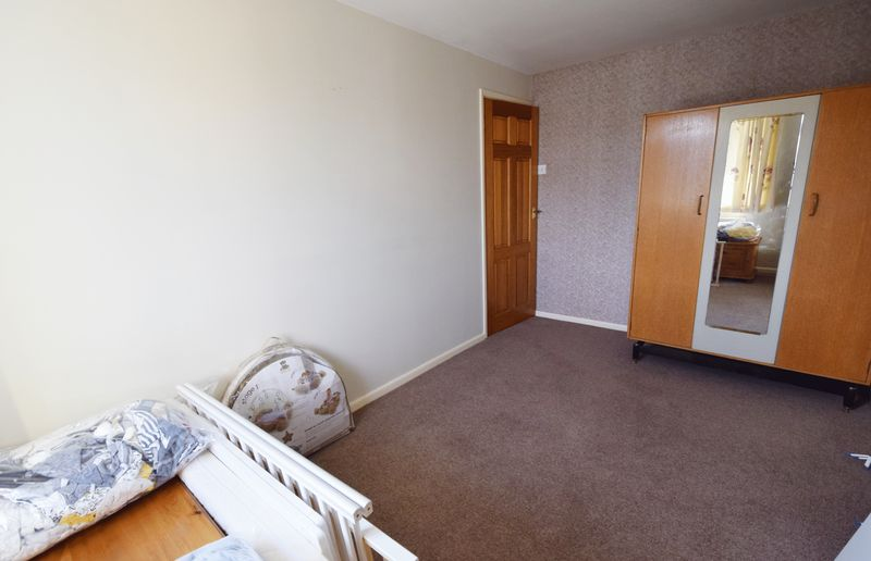3 bed House for sale in Avenue Road - Photo 6 (Property Image 10)