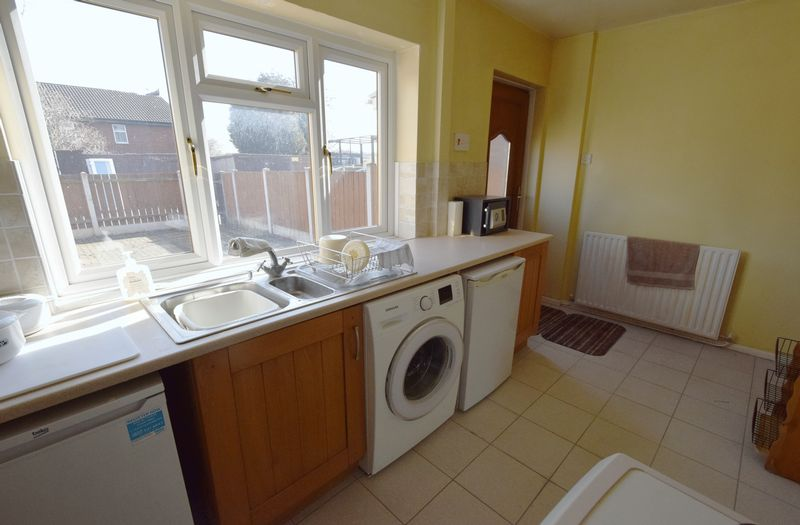 3 bed House for sale in Avenue Road - Photo 15 (Property Image 4)