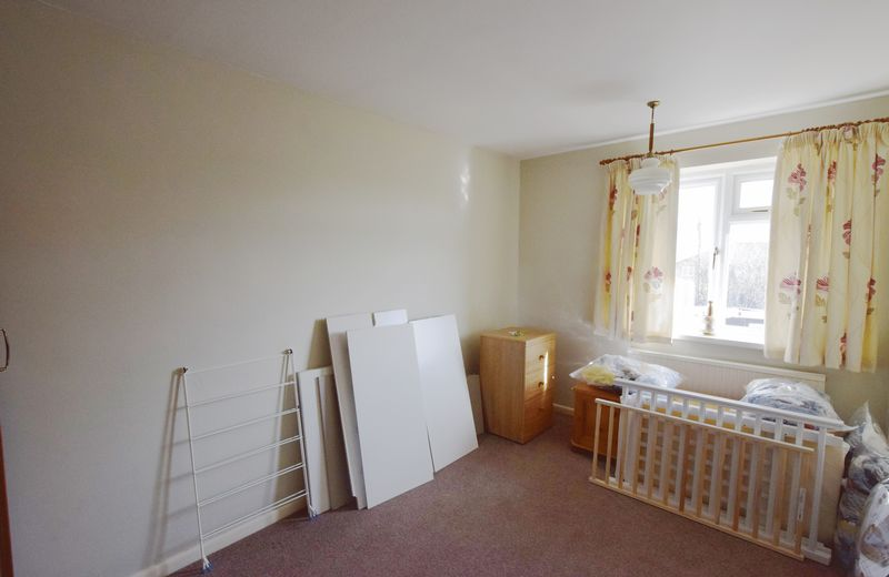 3 bed House for sale in Avenue Road - Photo 5 (Property Image 9)
