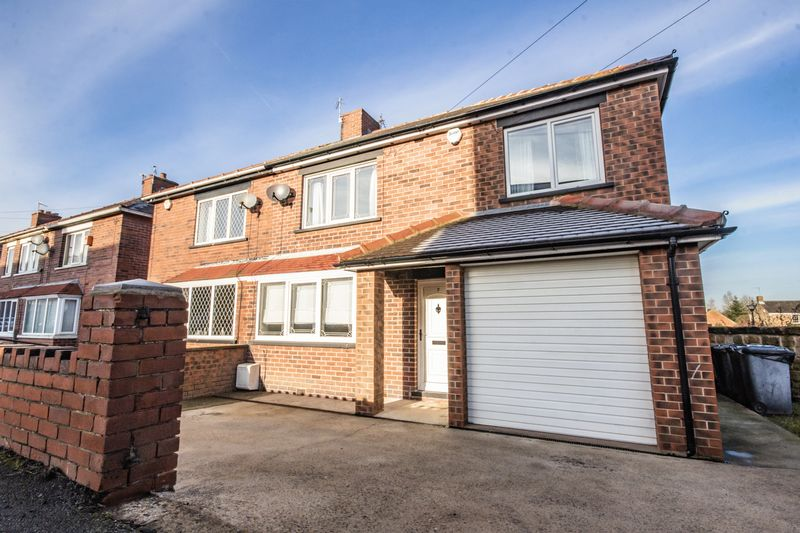 4 bed House for sale in Howard Street - Property Image 1