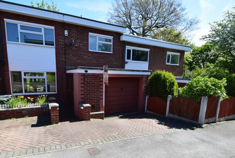 3 bed House for sale in Park Close - Property Image 1