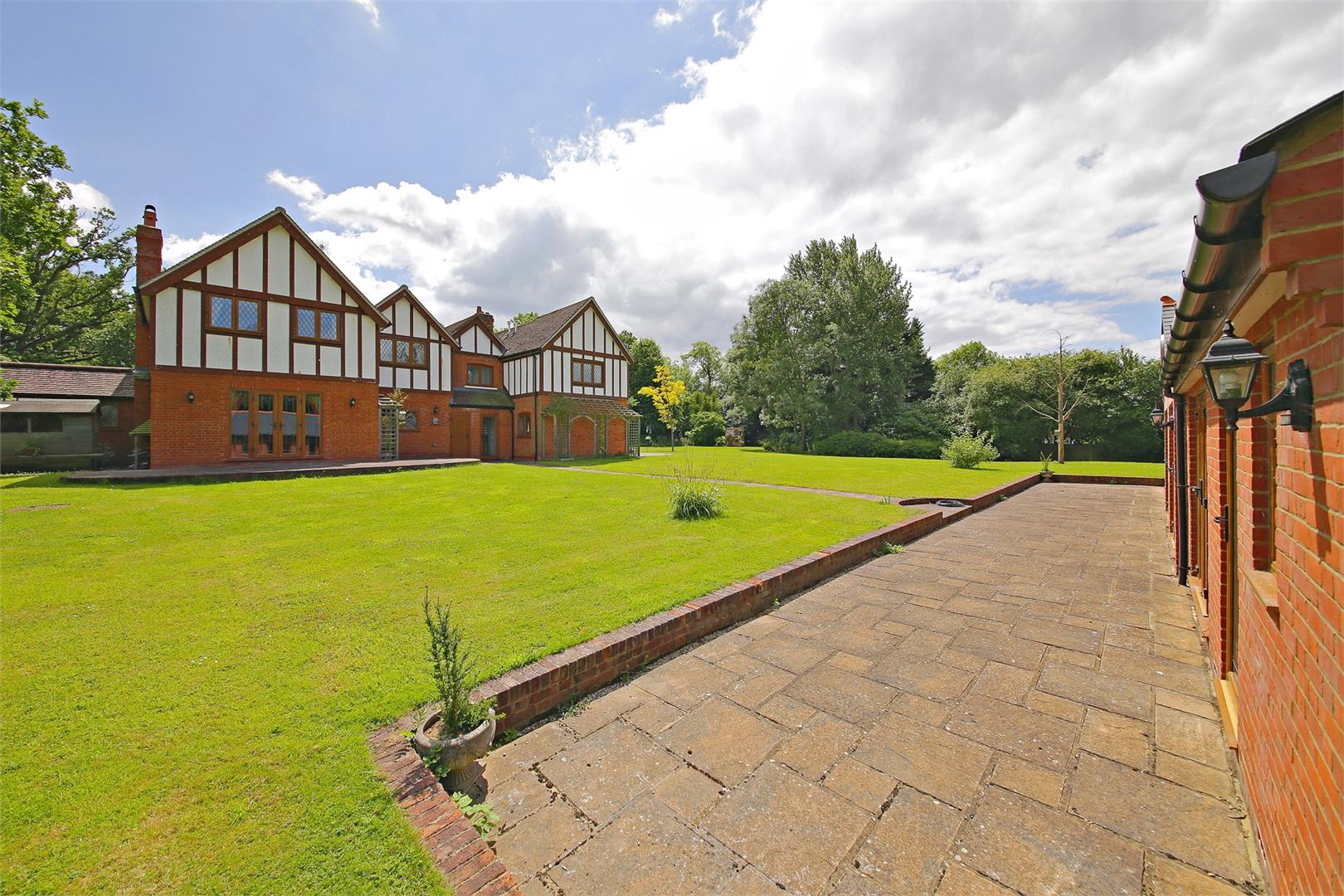 6 bed to rent in Elstree - (Property Image 10)