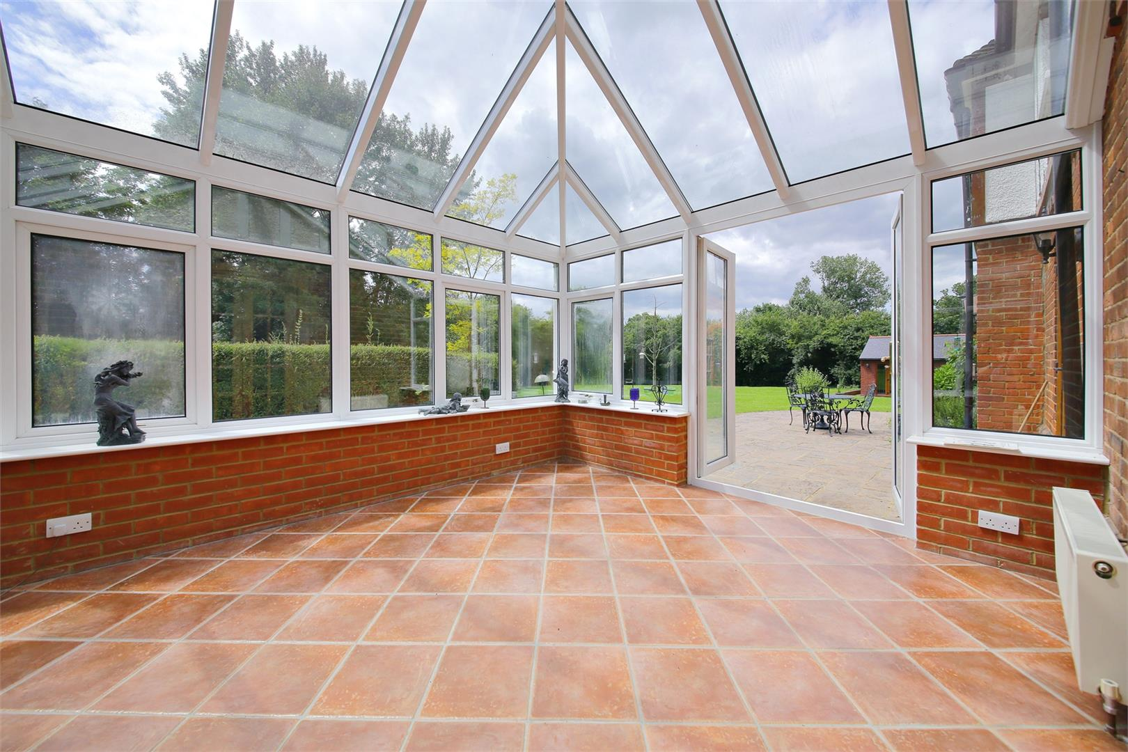 6 bed to rent in Elstree - (Property Image 4)