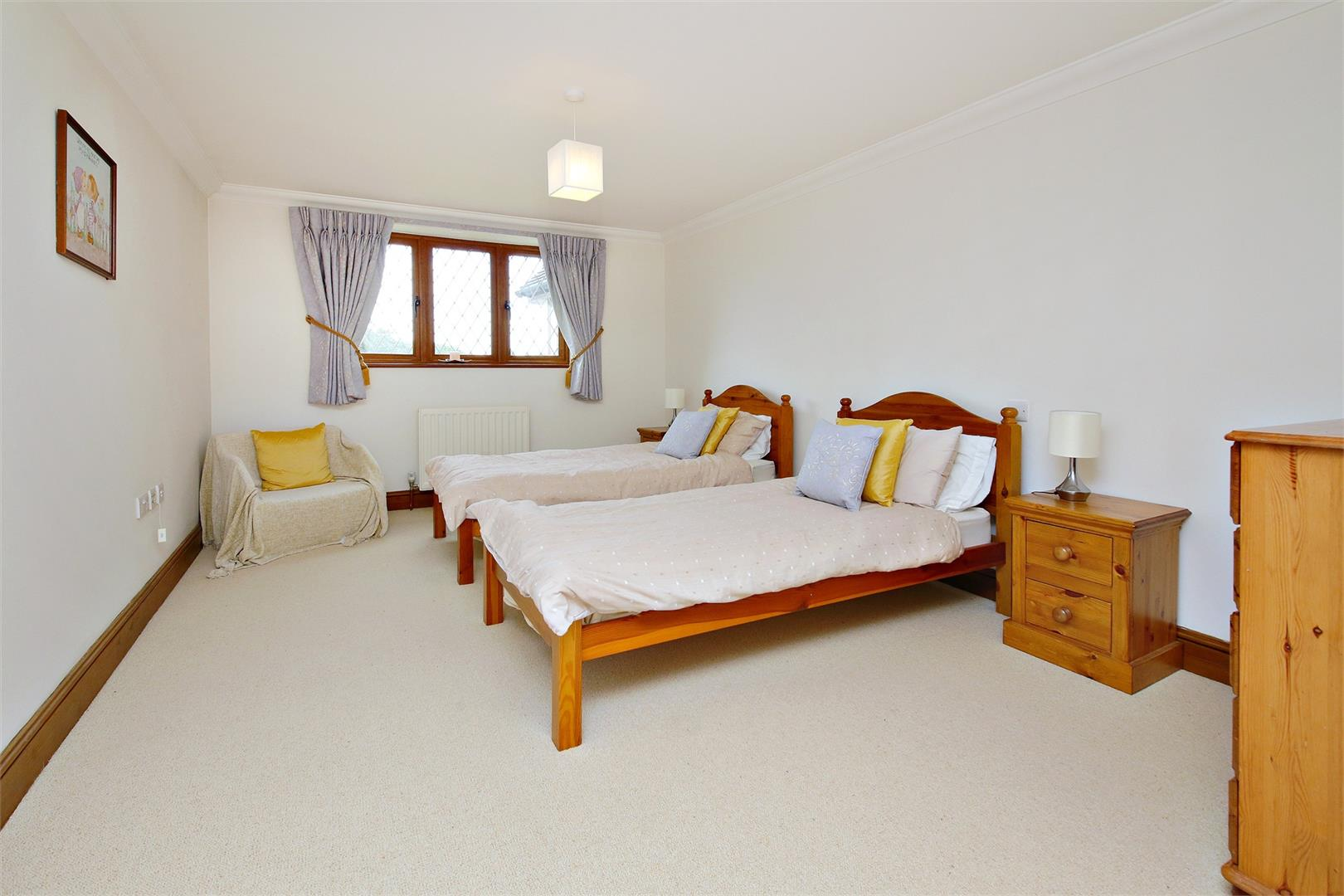 6 bed to rent in Elstree - (Property Image 7)