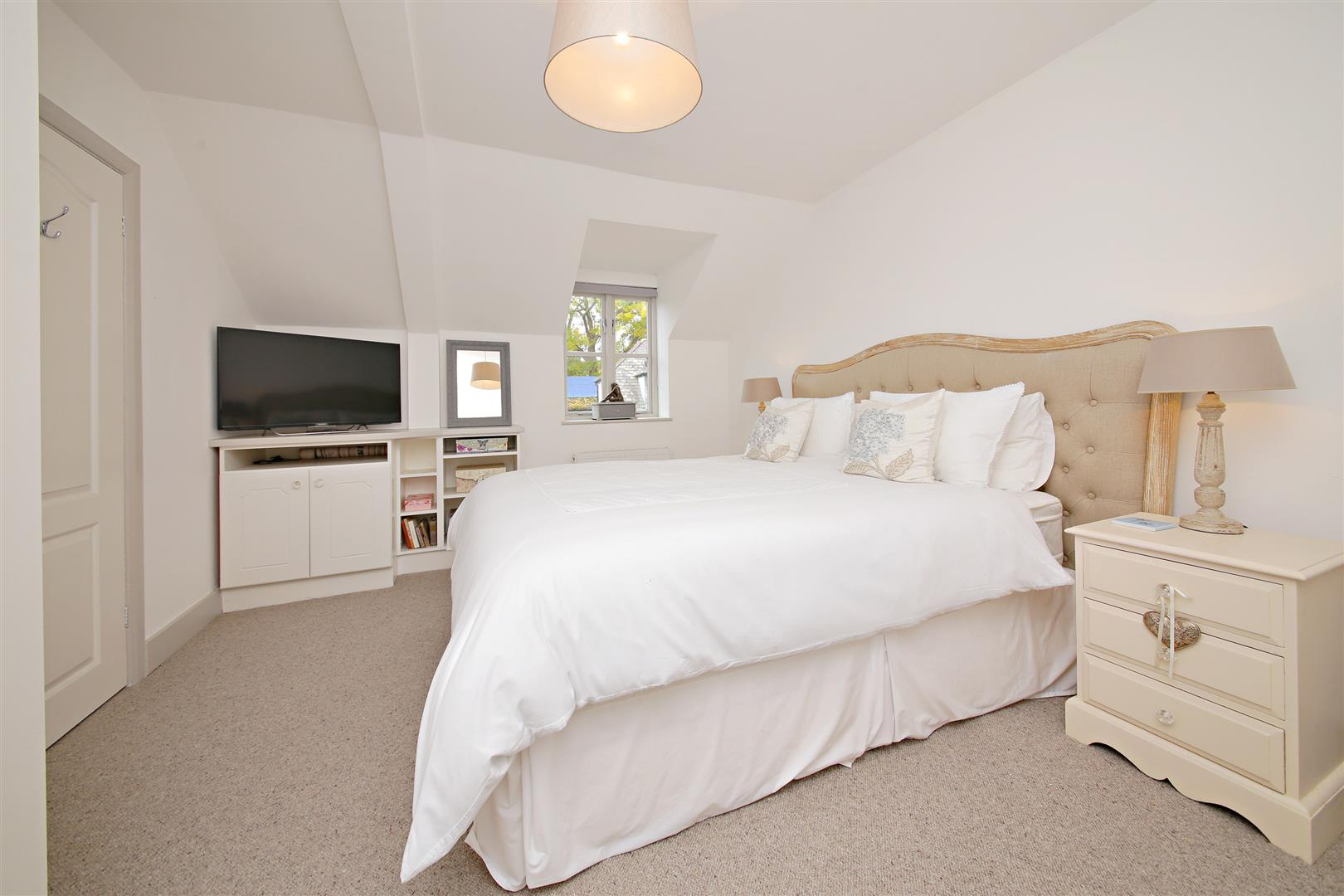 5 bed to rent in Letchmore Heath - (Property Image 12)