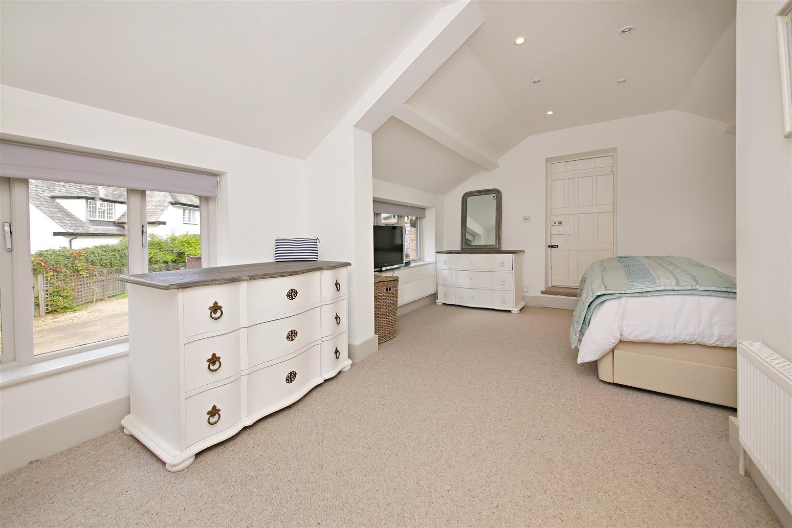 5 bed to rent in Letchmore Heath - (Property Image 10)