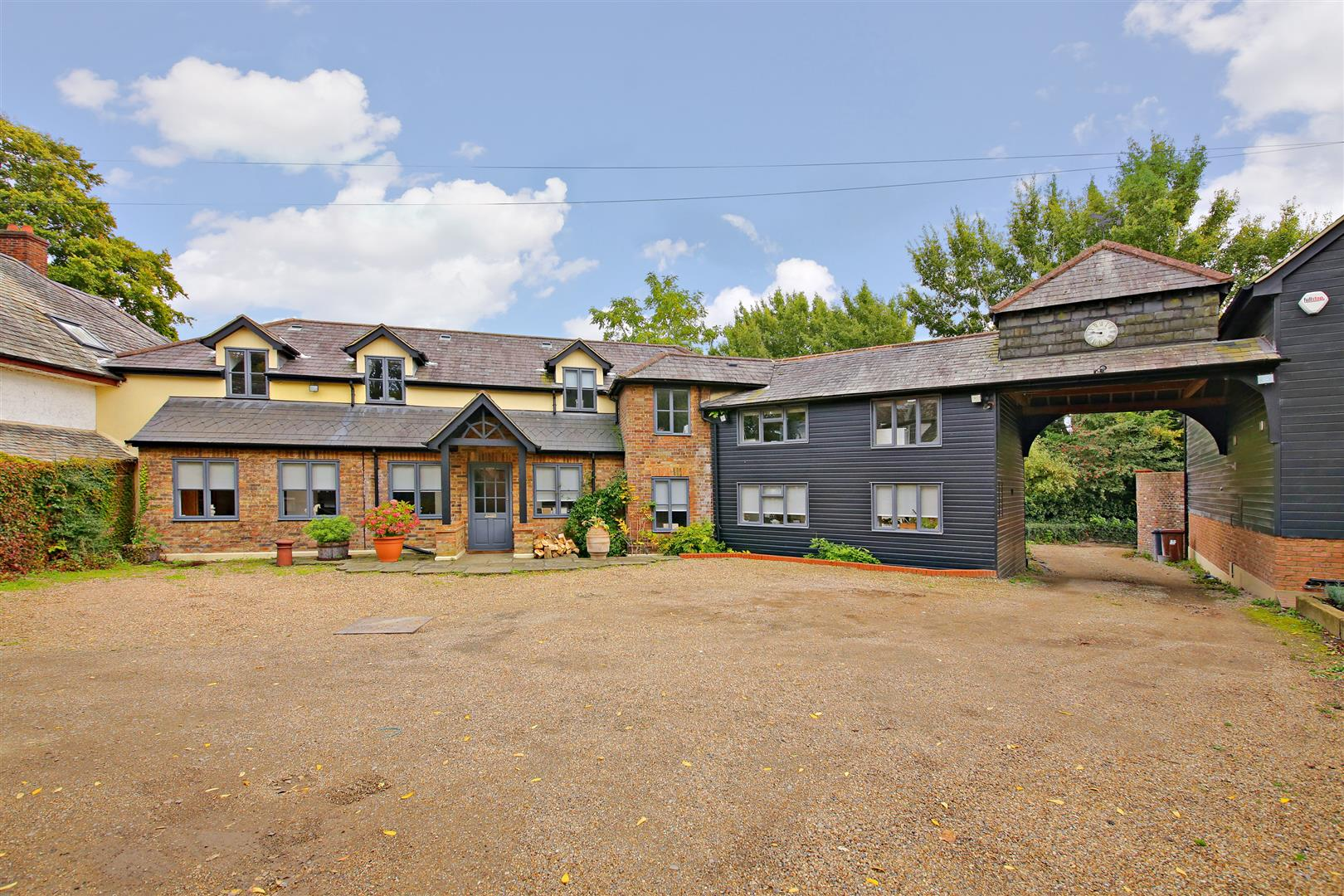 5 bed to rent in Letchmore Heath - Property Image 1