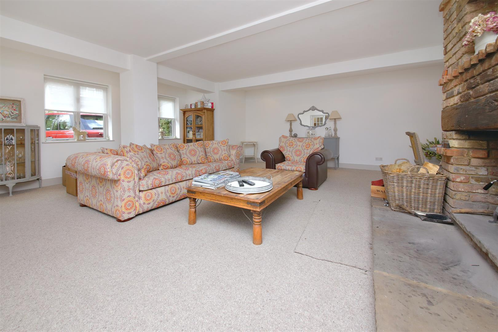 5 bed to rent in Letchmore Heath - (Property Image 3)