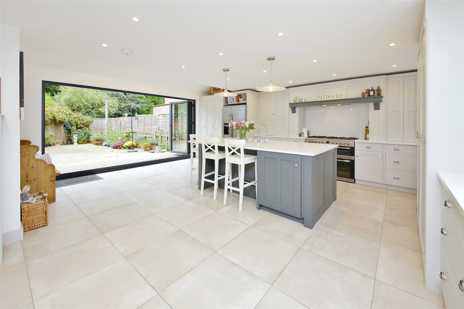 5 bed to rent in Letchmore Heath - (Property Image 1)