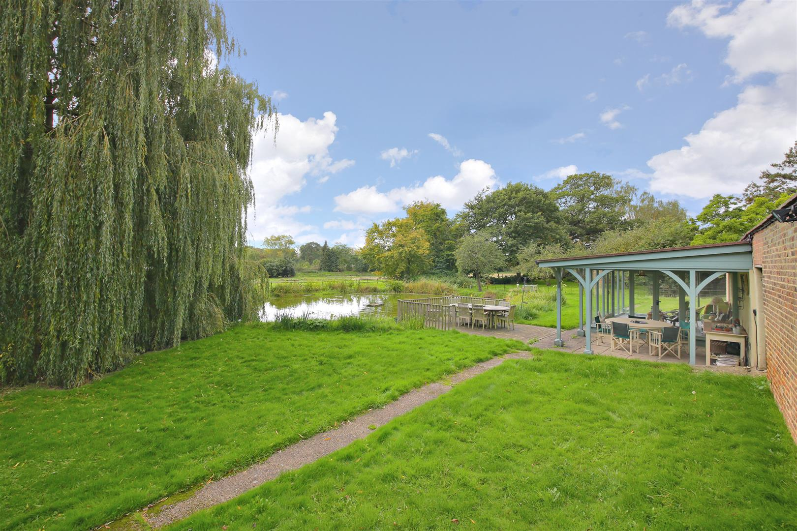 5 bed to rent in Letchmore Heath - (Property Image 15)