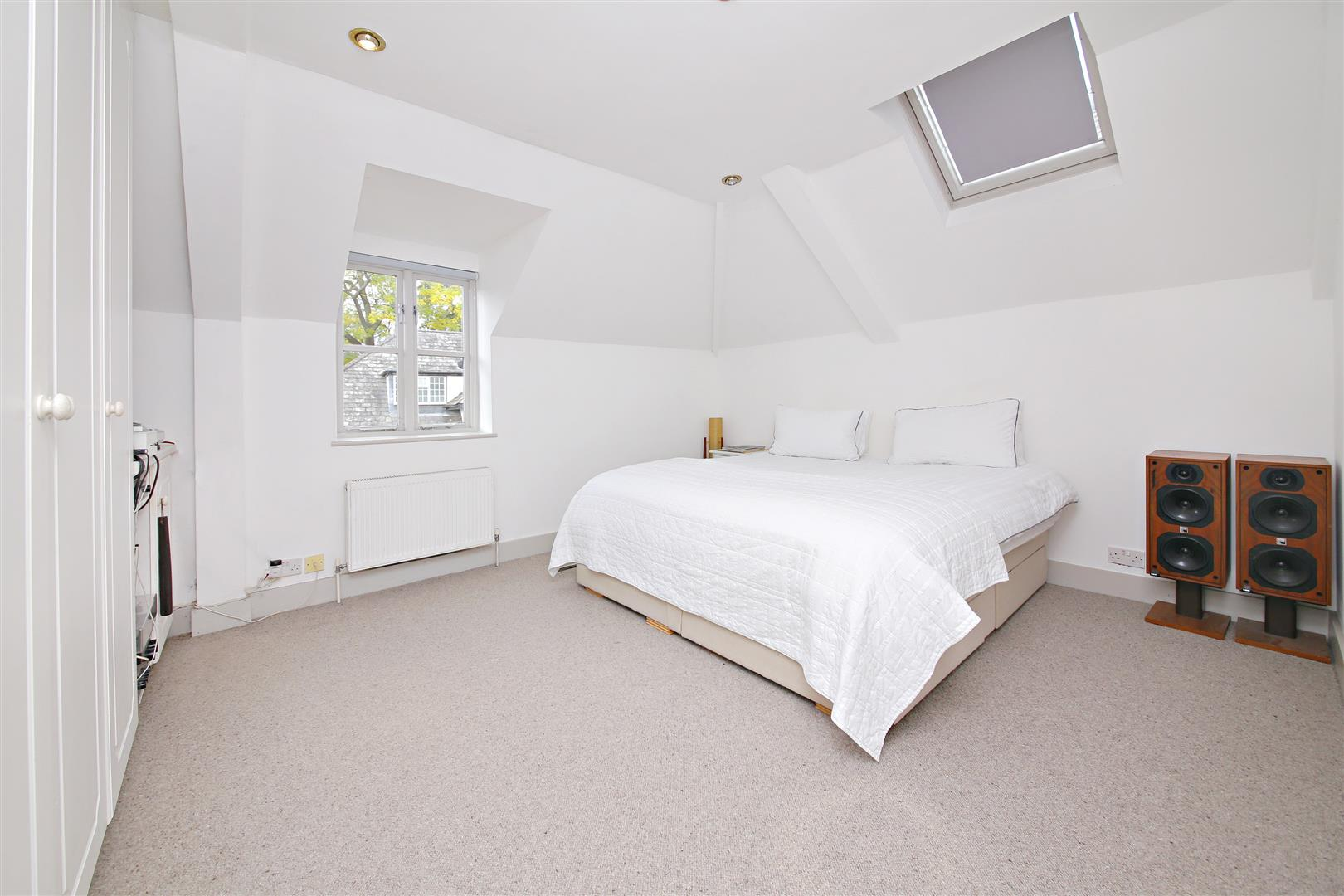 5 bed to rent in Letchmore Heath - (Property Image 13)