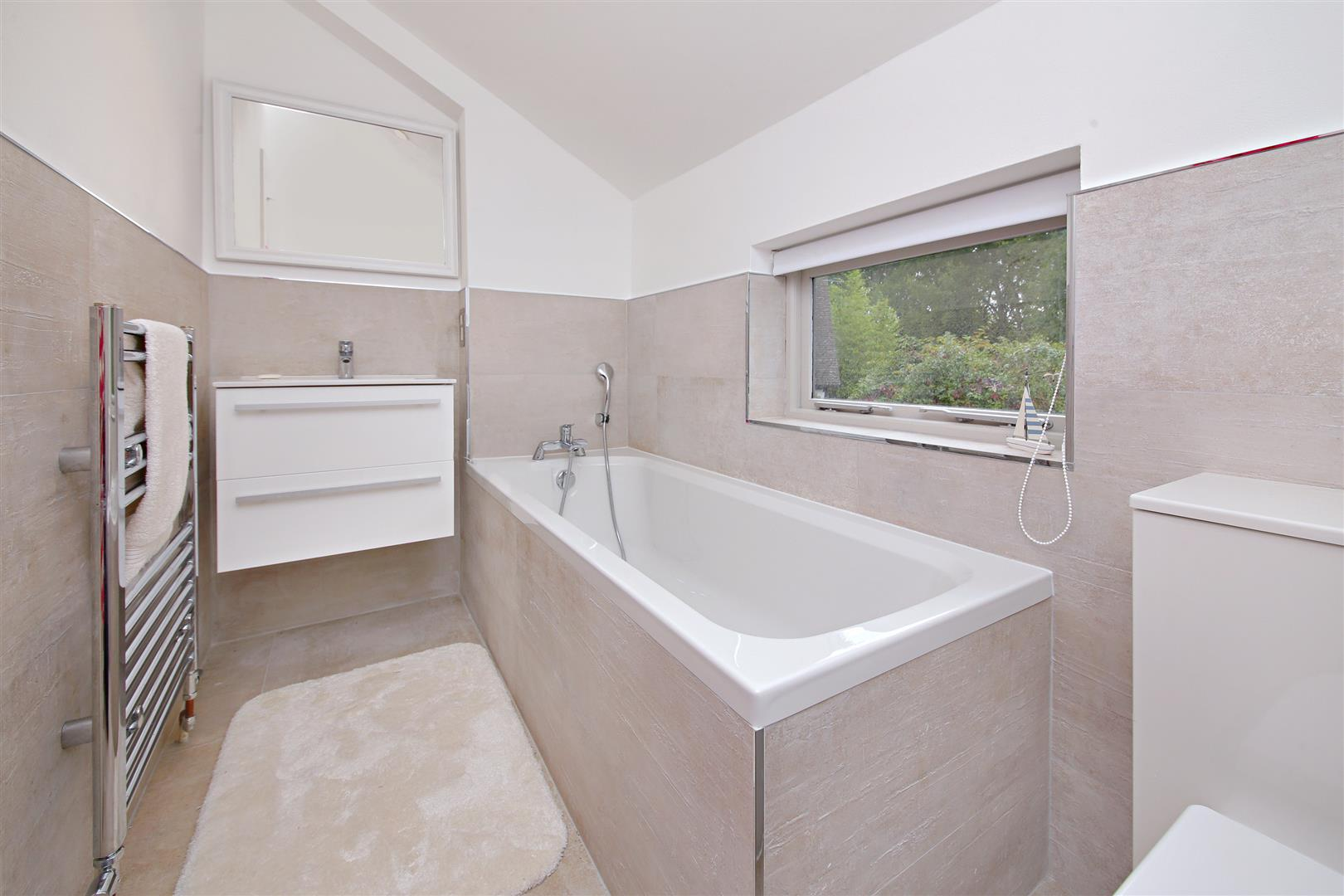 5 bed to rent in Letchmore Heath - (Property Image 11)