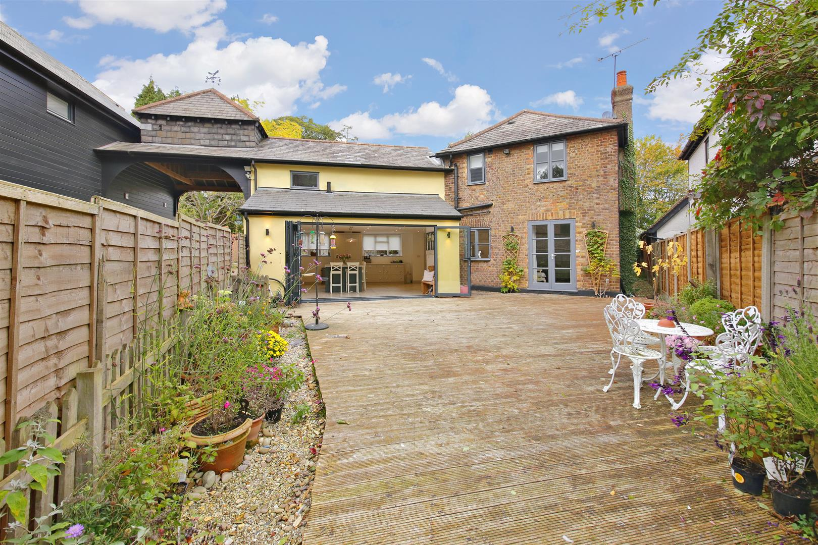 5 bed to rent in Letchmore Heath - (Property Image 14)