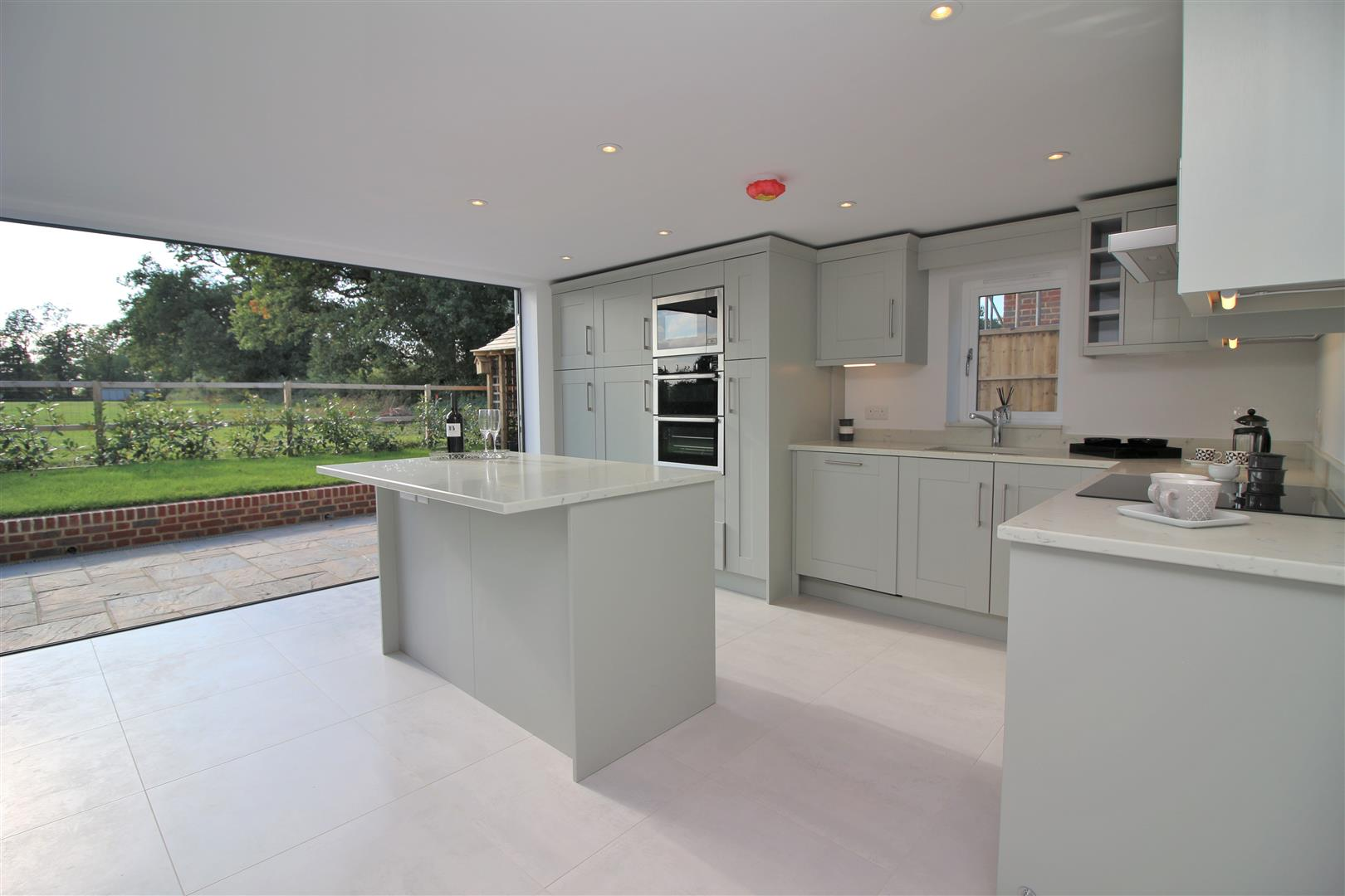4 bed for sale in London Road, Shenley - Property Image 1