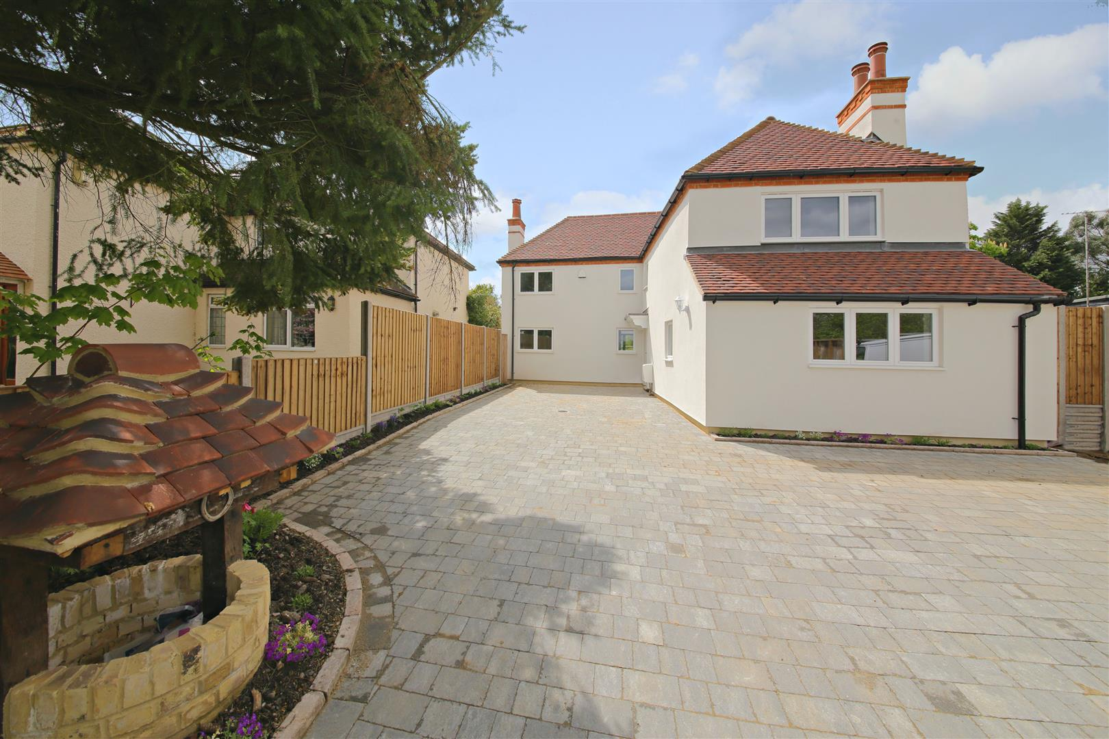 4 bed for sale in London Road, Shenley - (Property Image 3)