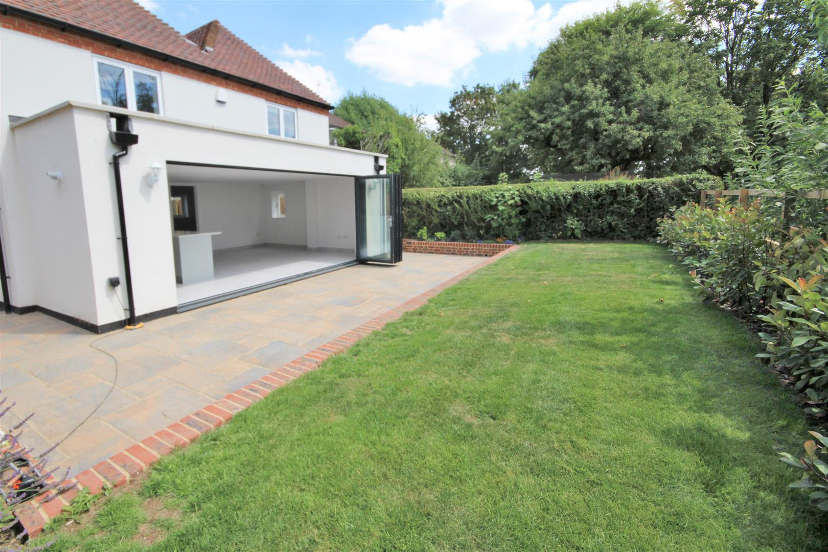 4 bed for sale in London Road, Shenley - (Property Image 4)