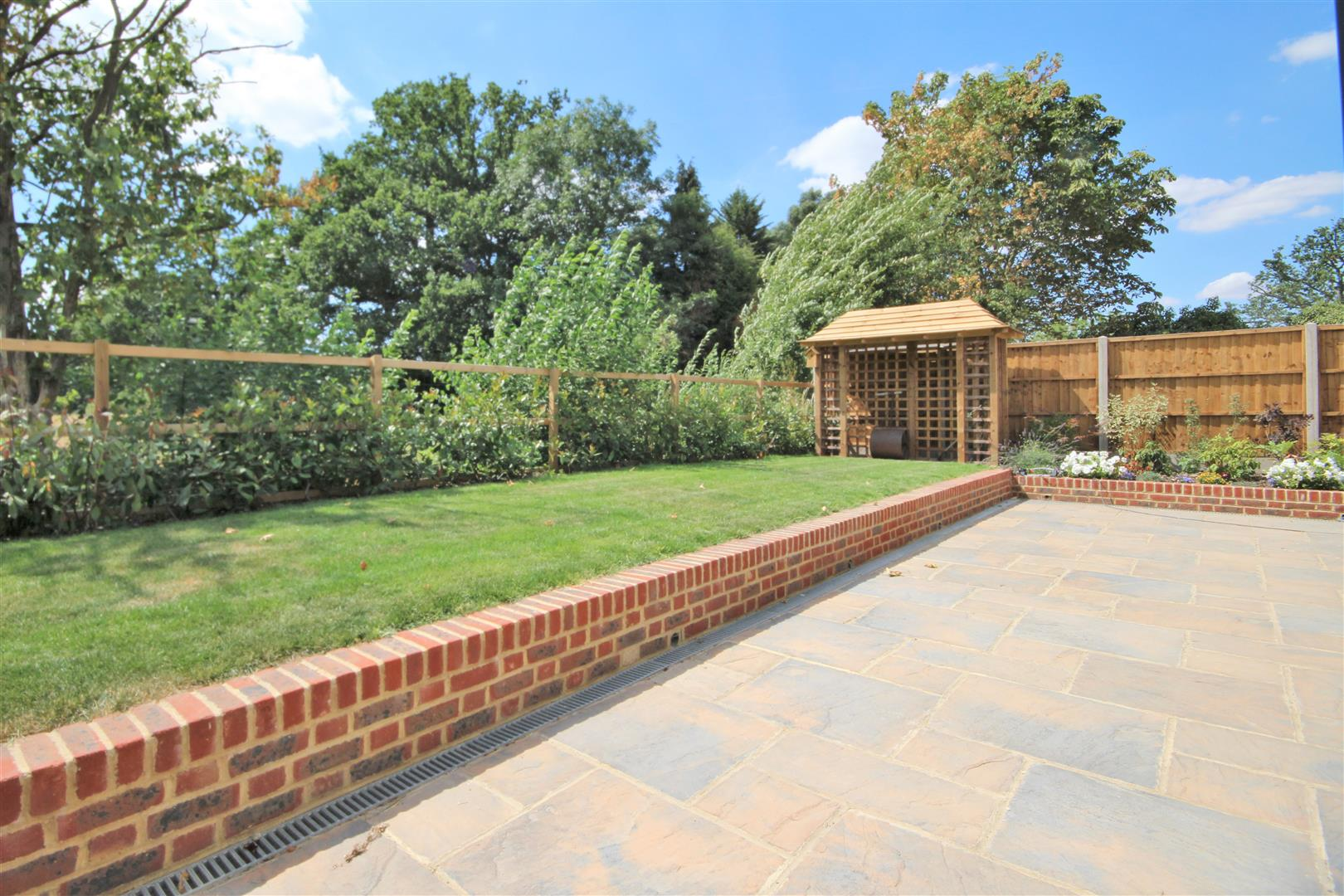 4 bed for sale in London Road, Shenley - (Property Image 6)