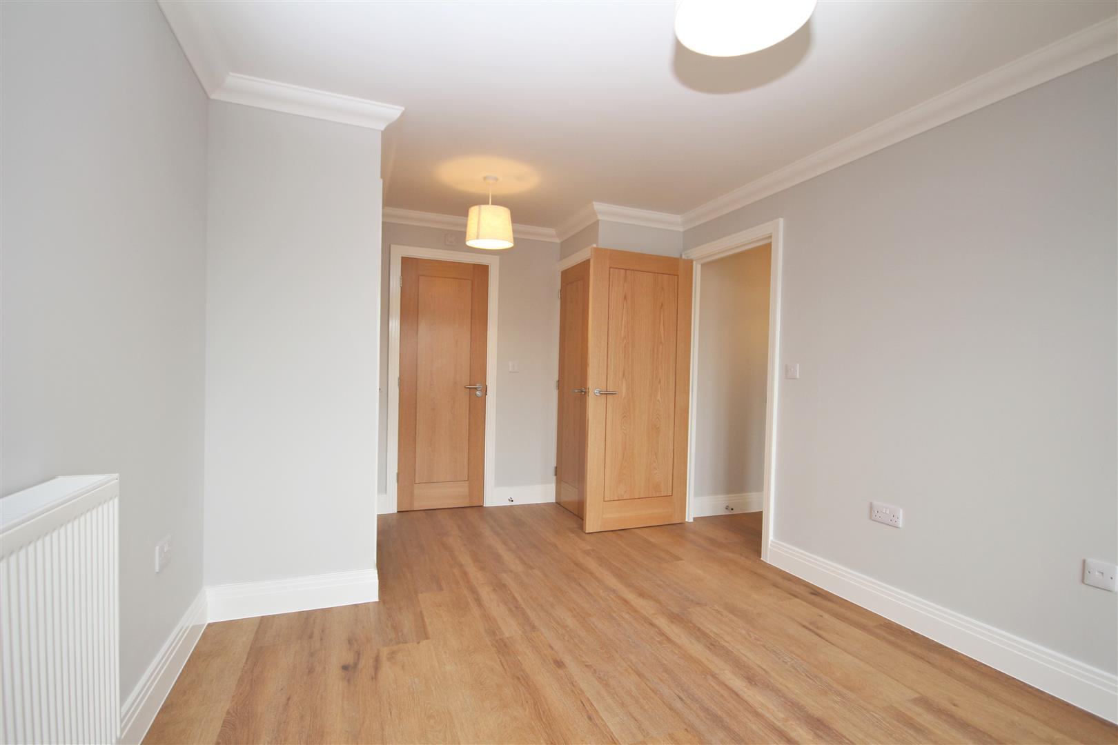 2 bed Flat to rent - (Property Image 8)
