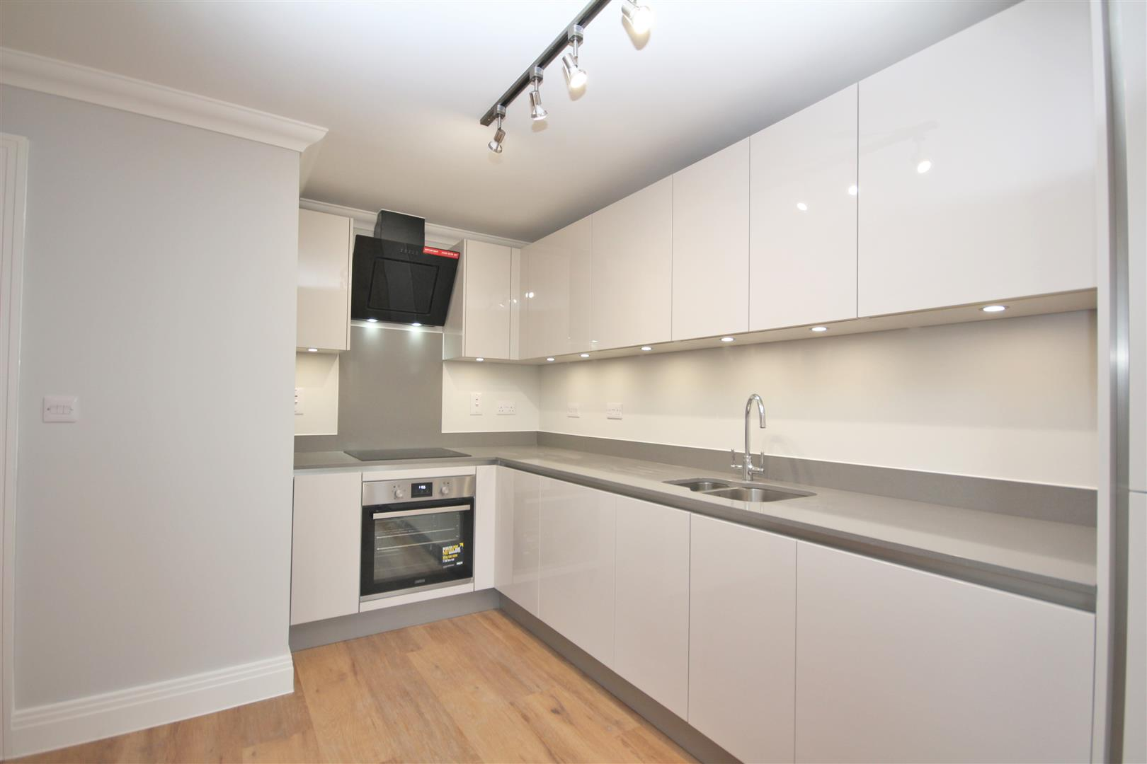 2 bed Flat to rent - (Property Image 2)