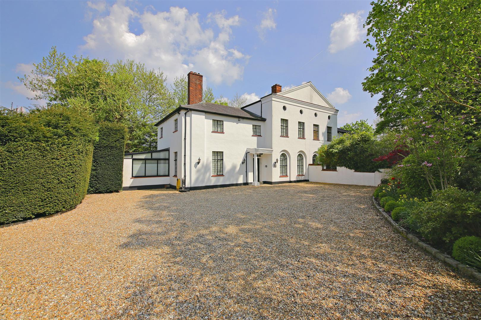 4 bed to rent - (Property Image 1)
