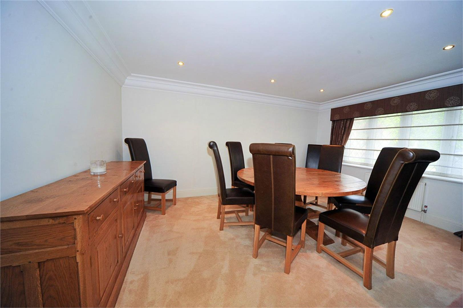 5 bed to rent - (Property Image 3)