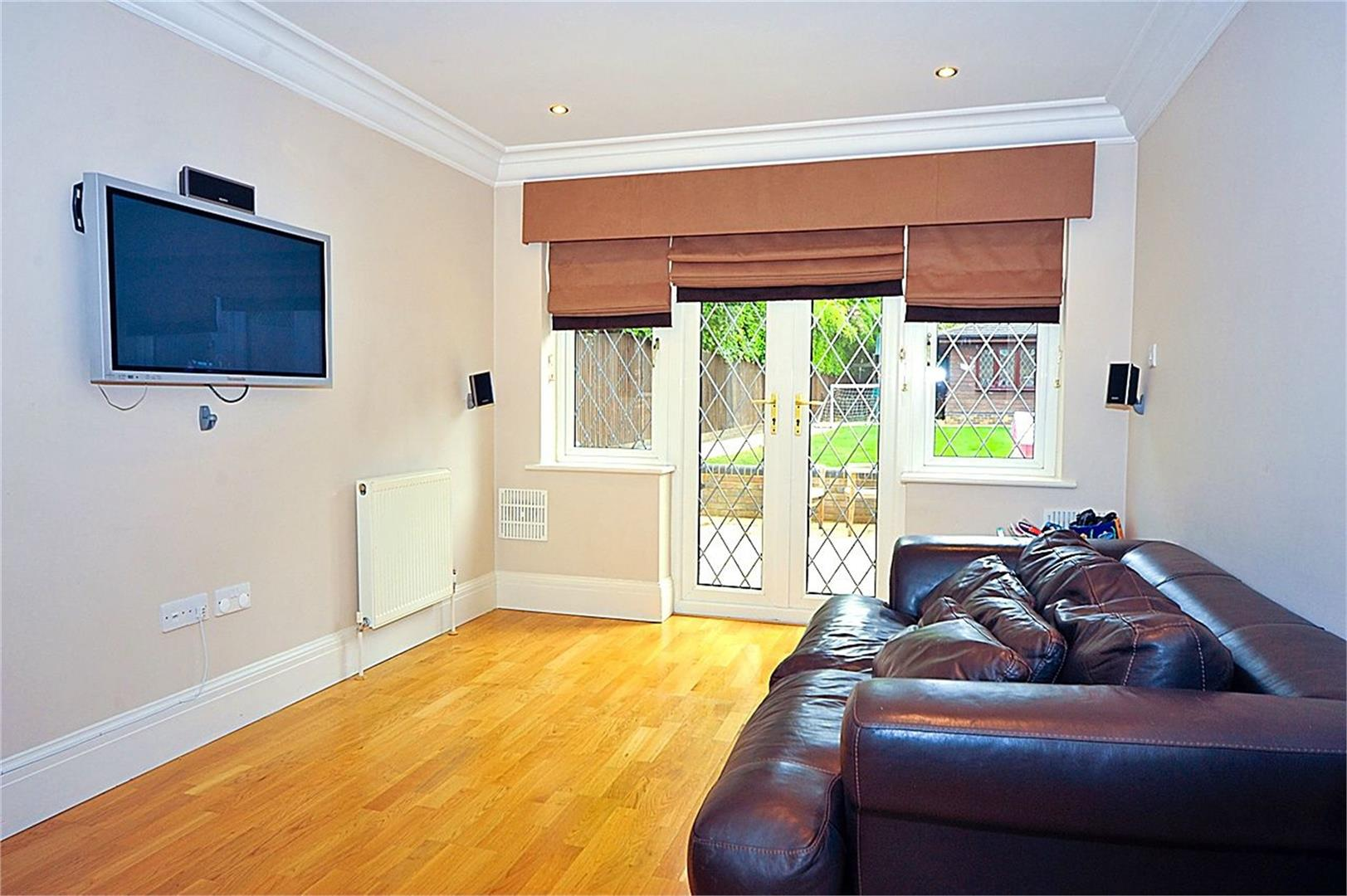 5 bed to rent - (Property Image 4)