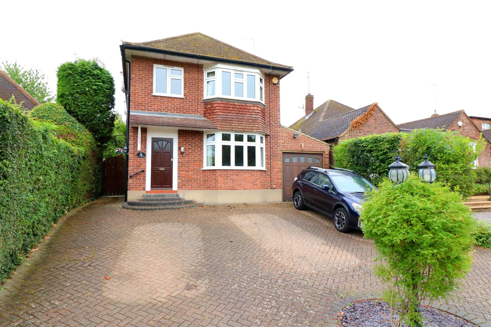 4 bed House for sale in Links Drive, Radlett - Property Image 1