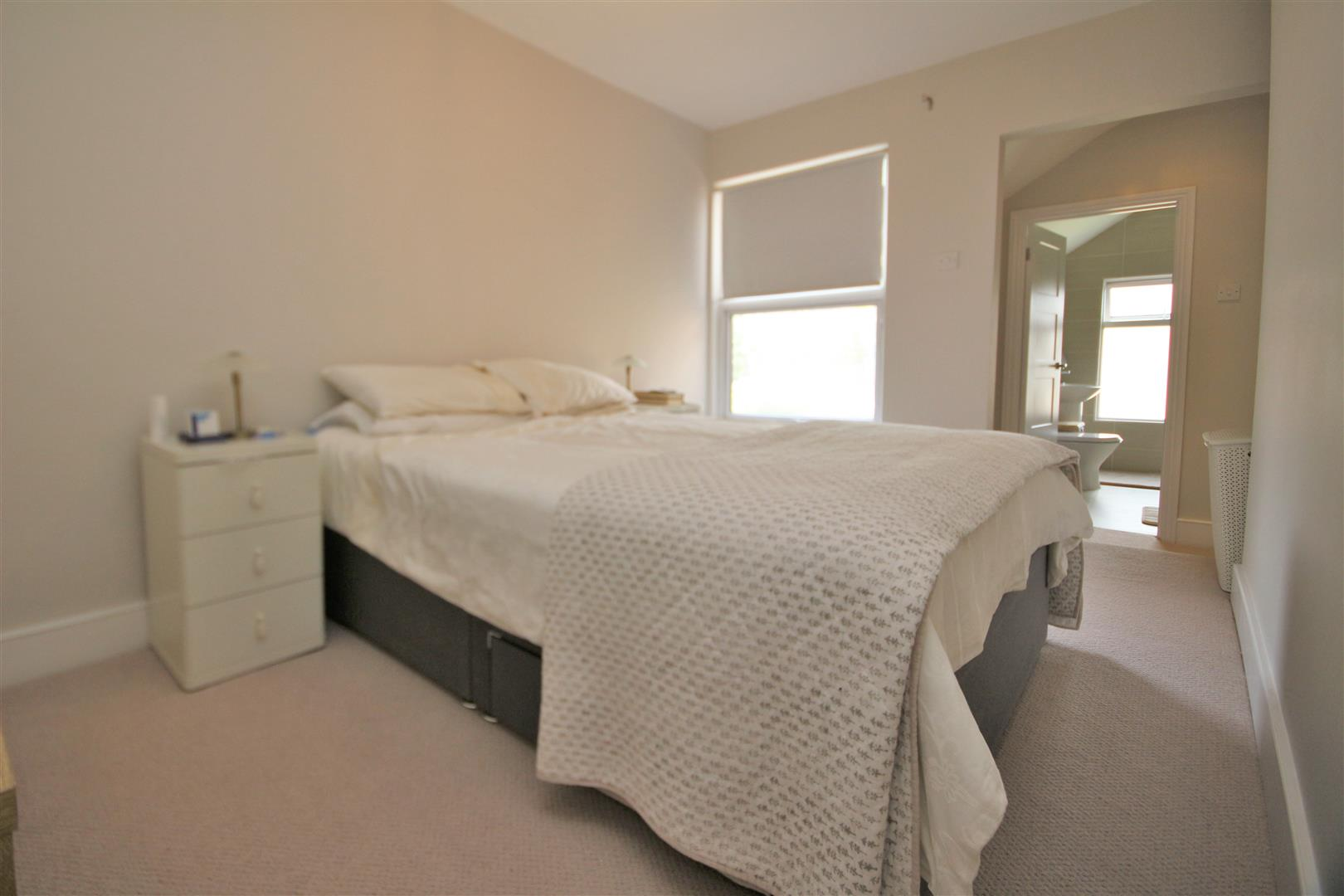2 bed to rent - (Property Image 3)