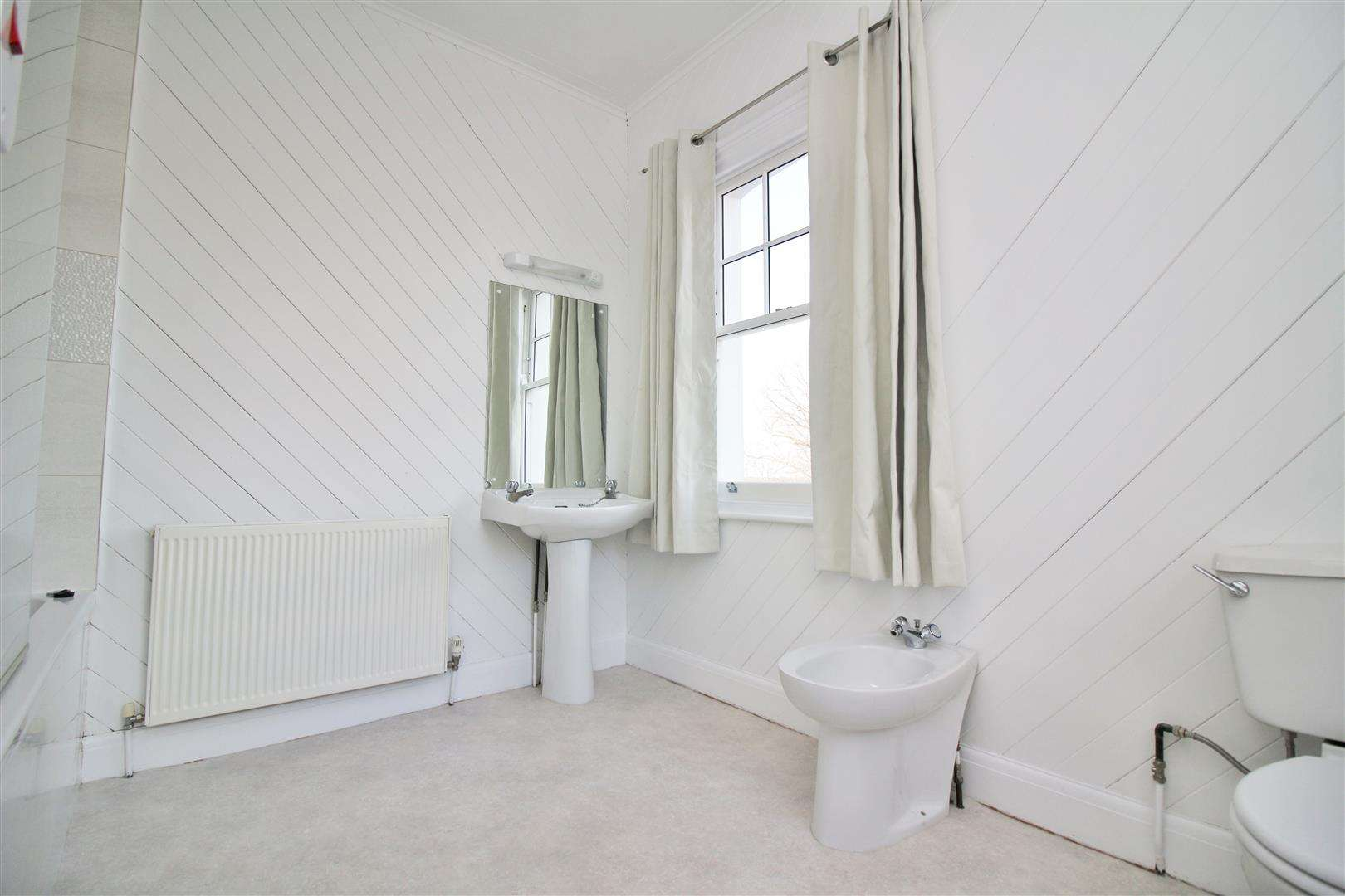 5 bed to rent - (Property Image 15)