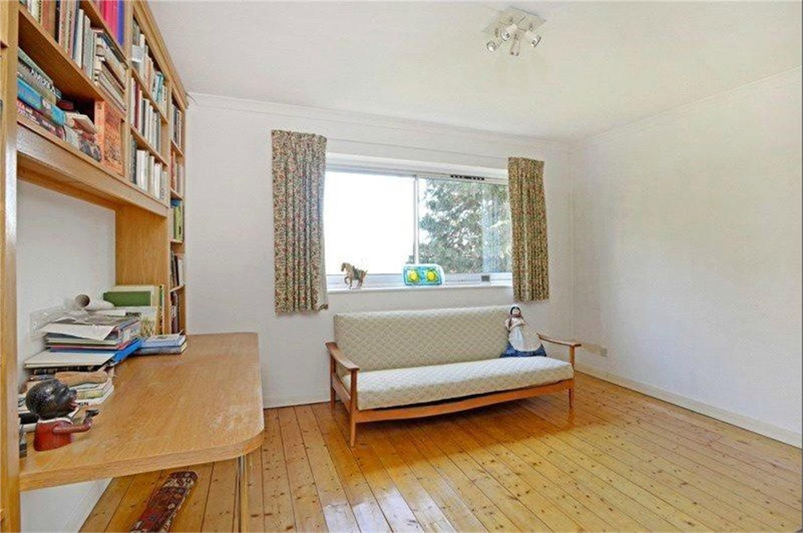 4 bed to rent - (Property Image 6)