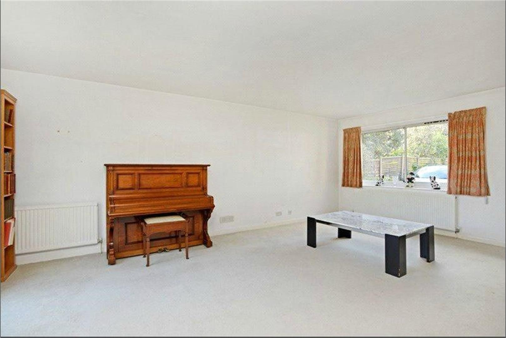 4 bed to rent - (Property Image 3)