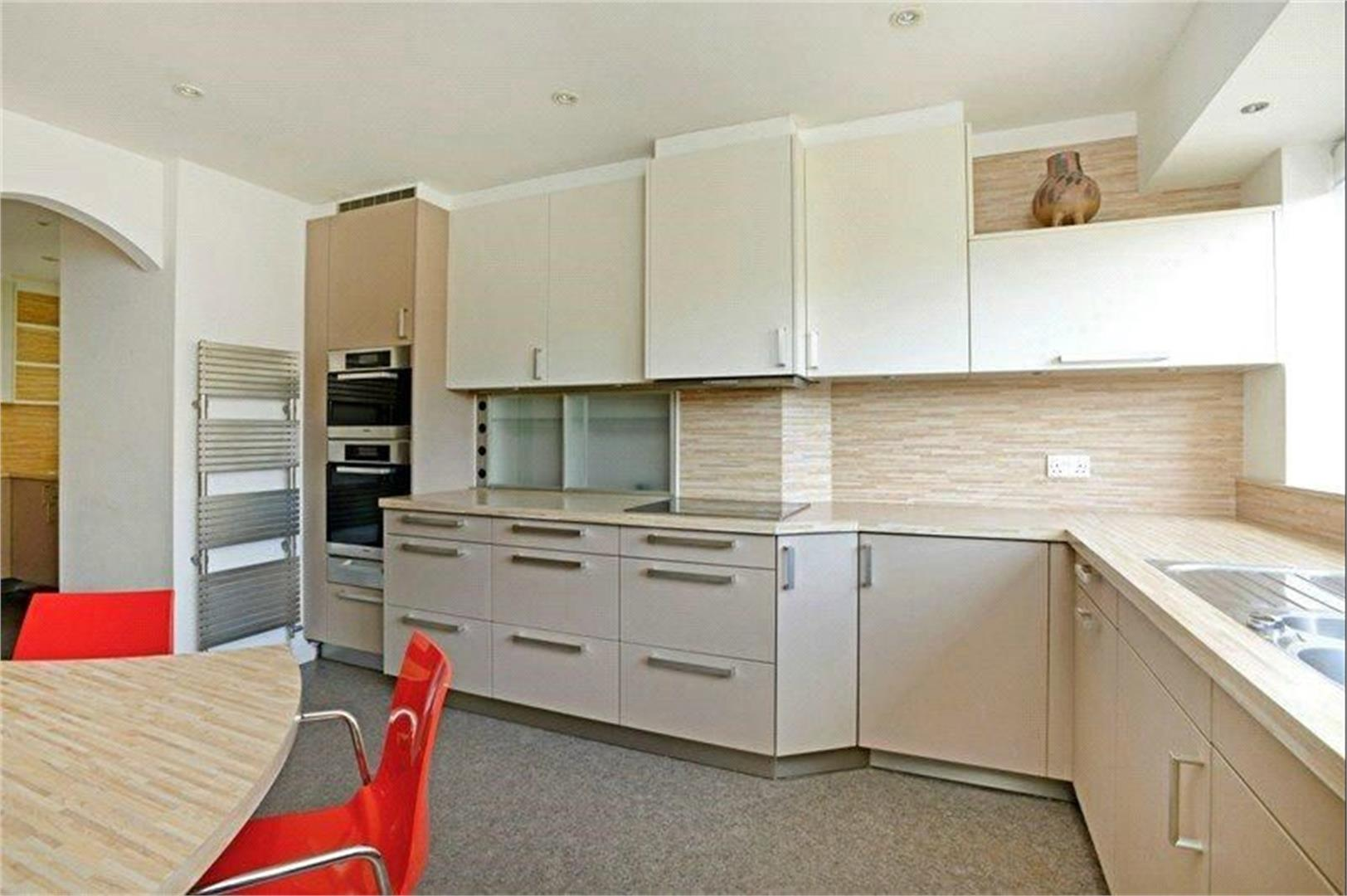 4 bed to rent - (Property Image 4)