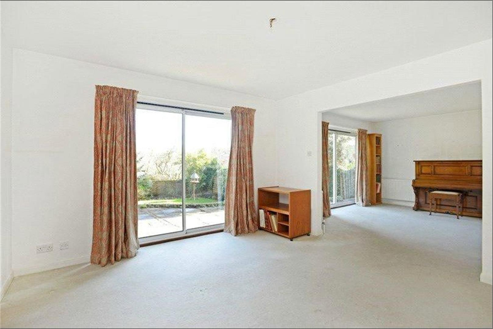 4 bed to rent - (Property Image 2)