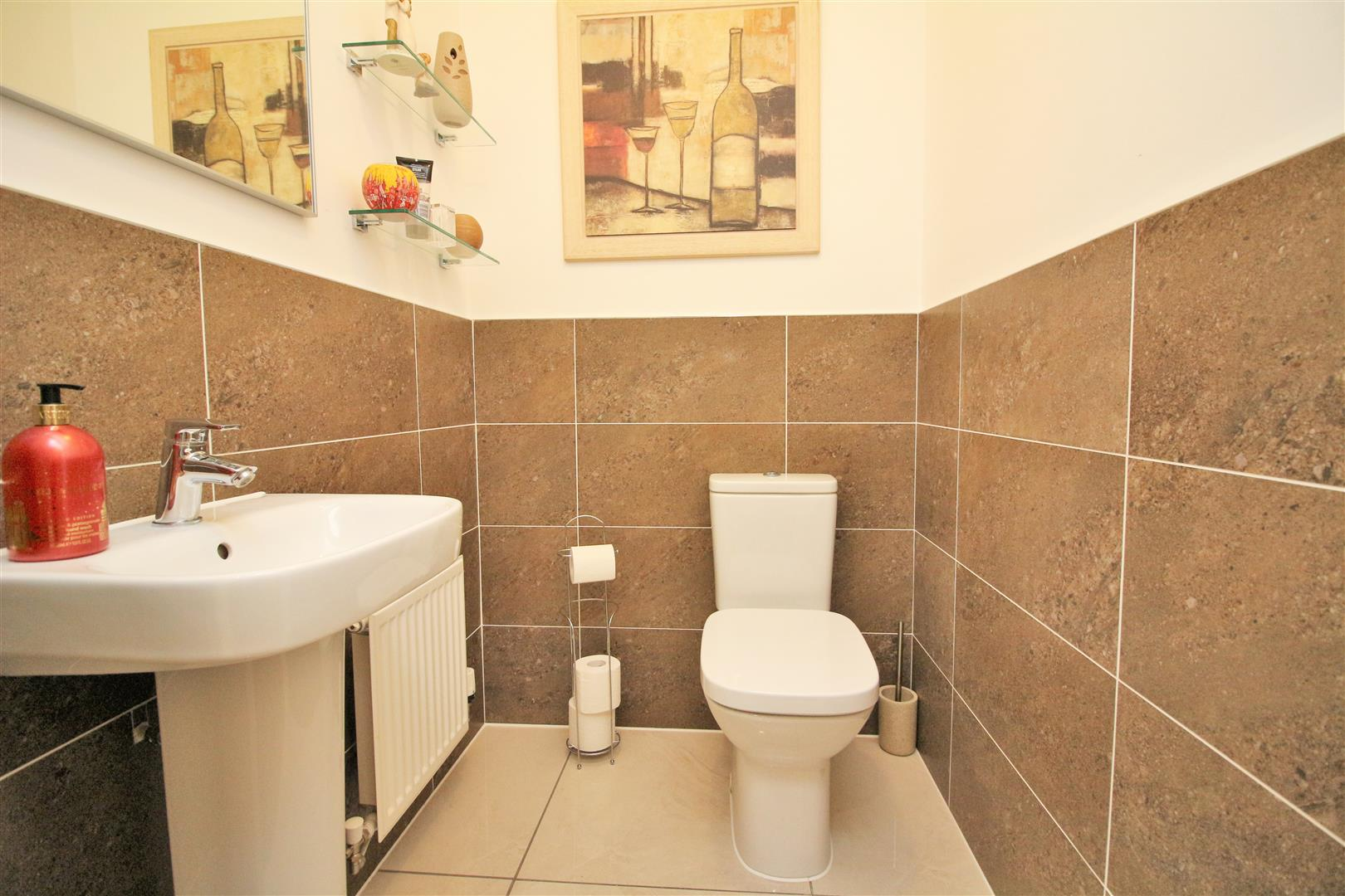 4 bed to rent in Leavesden - (Property Image 9)