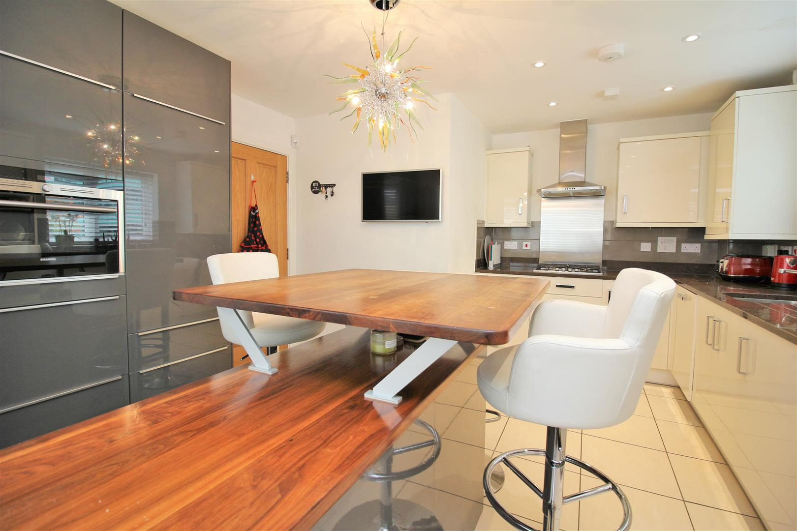 4 bed to rent in Leavesden - (Property Image 5)