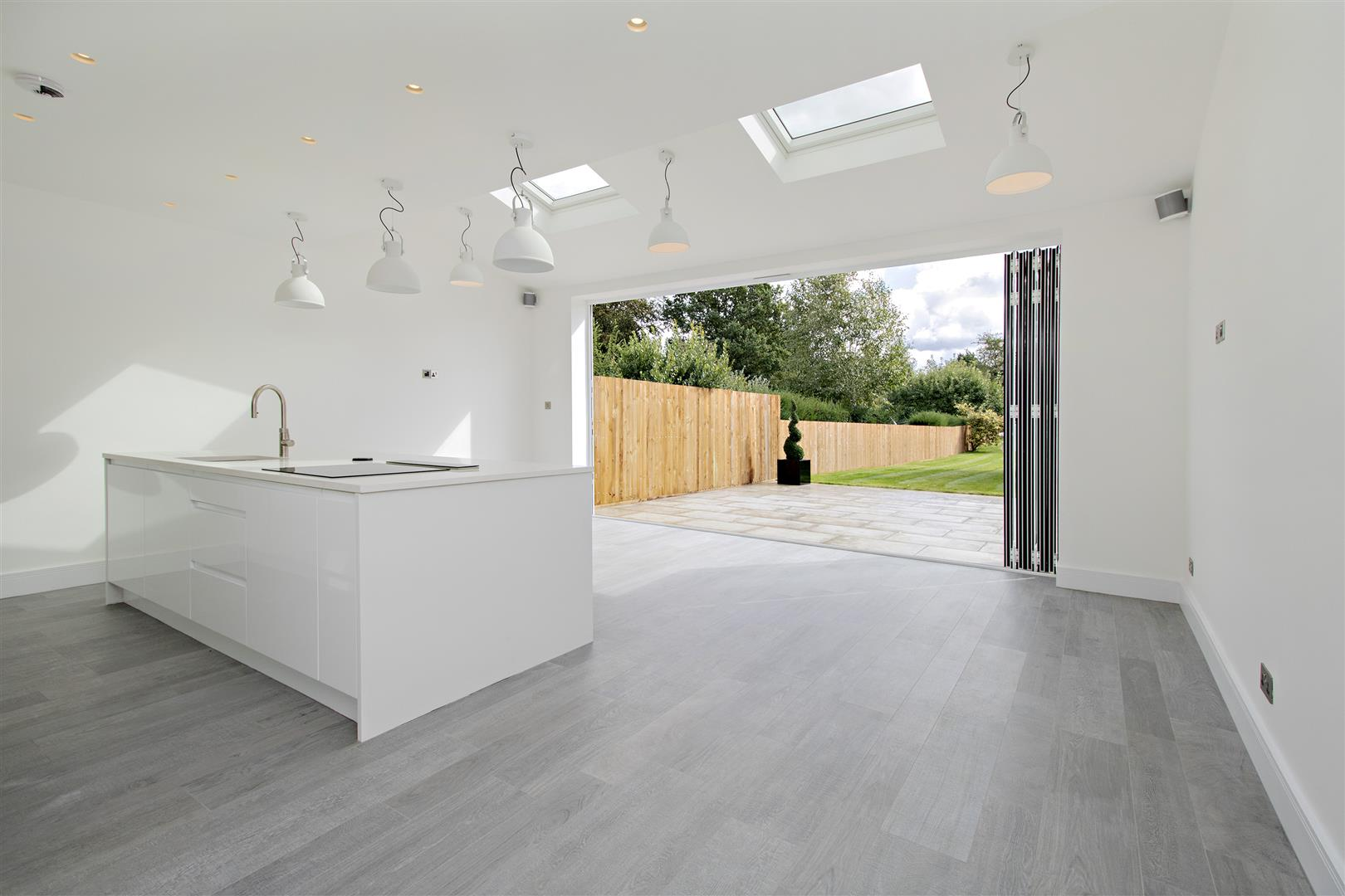 4 bed to rent in Loom Lane, Radlett - (Property Image 2)
