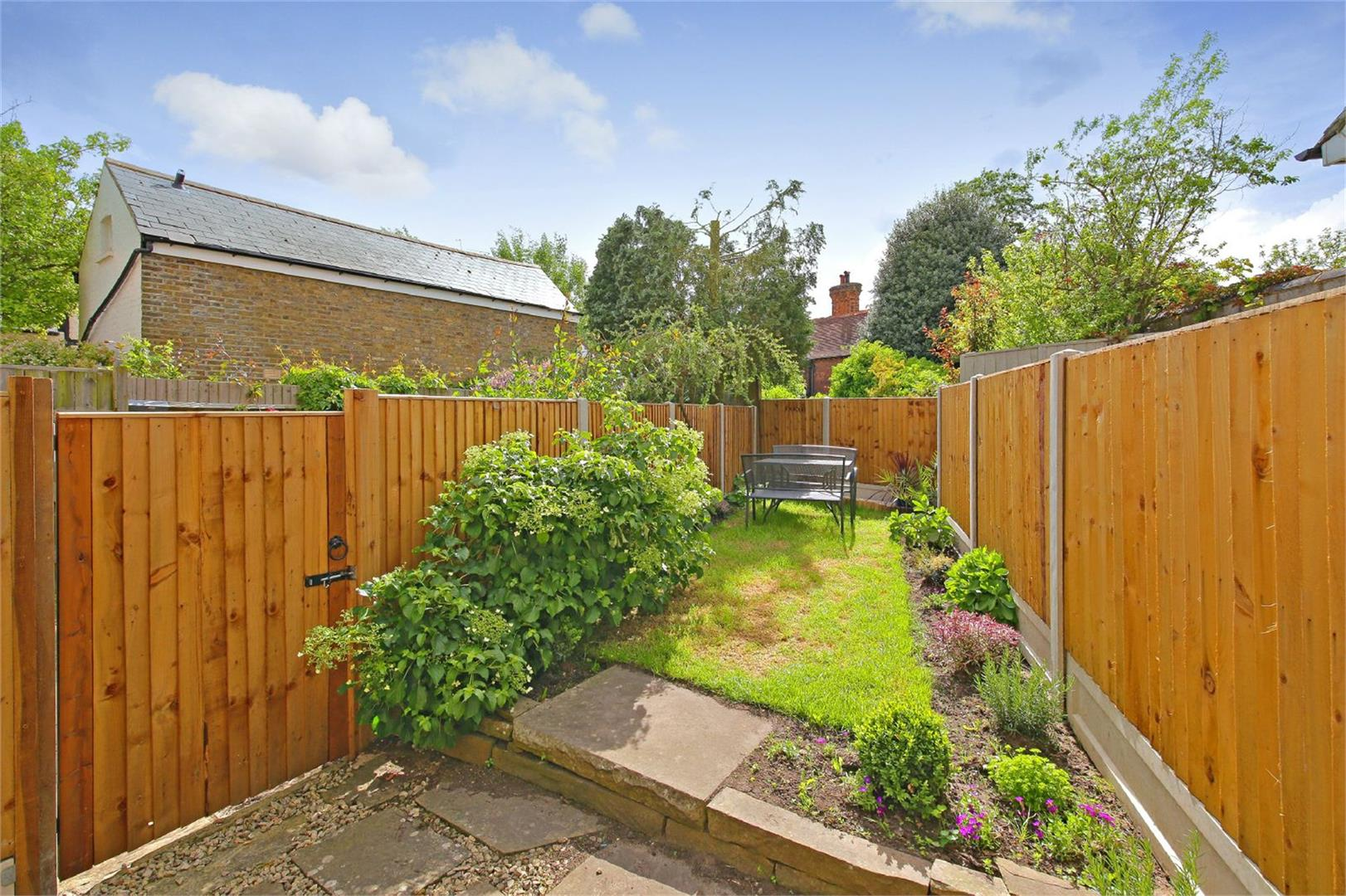 2 bed to rent in Letchmore Heath - (Property Image 9)