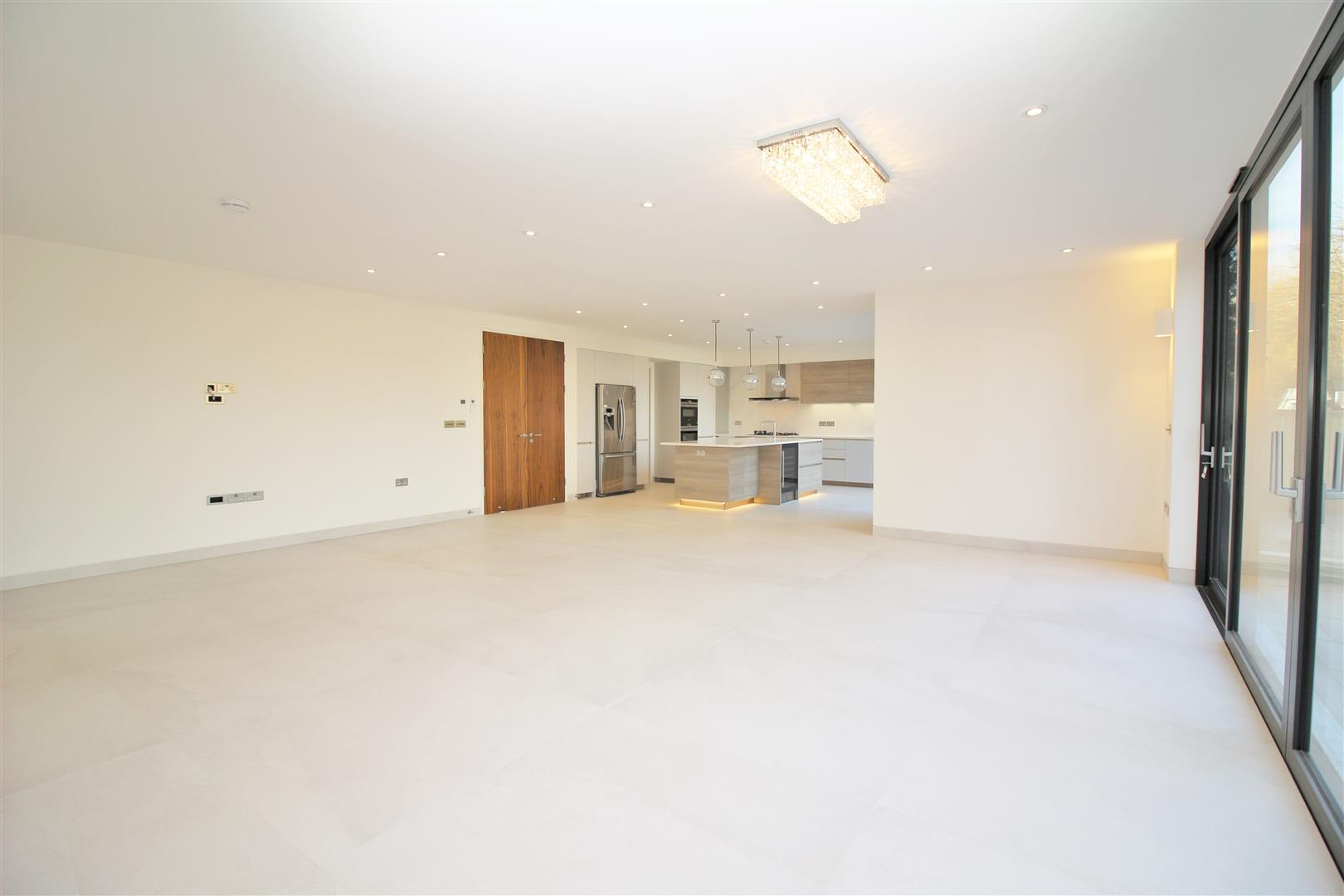 7 bed to rent - (Property Image 2)