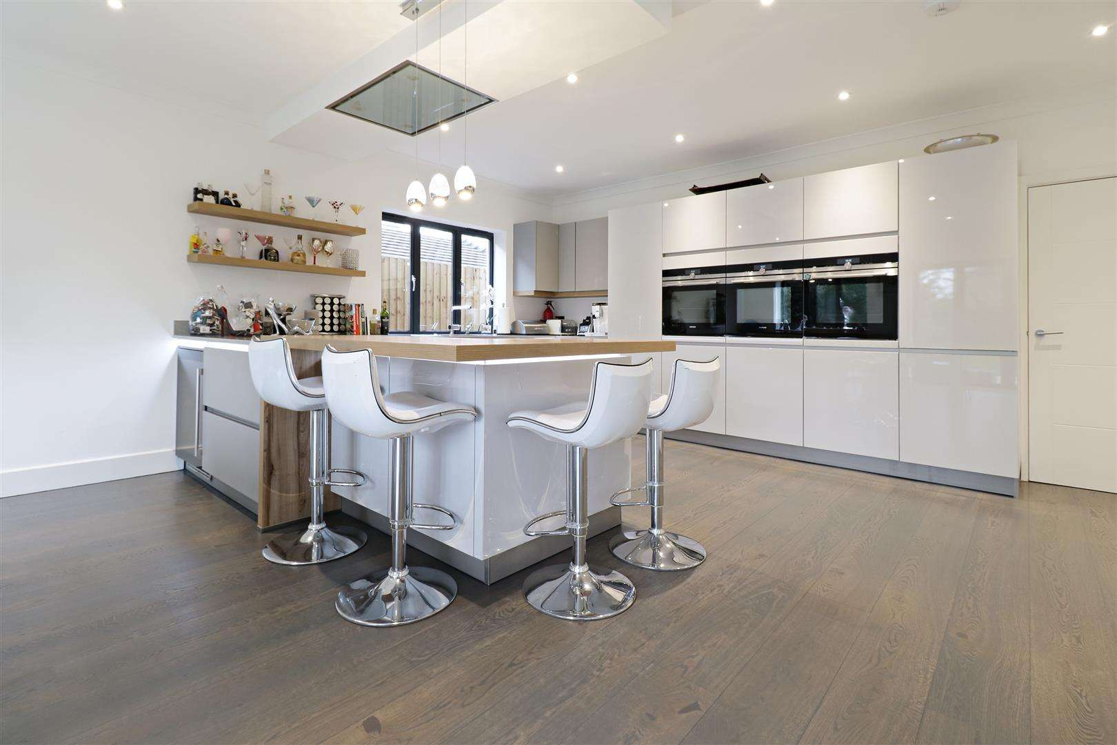 5 bed for sale in Watford Road, Radlett - (Property Image 2)