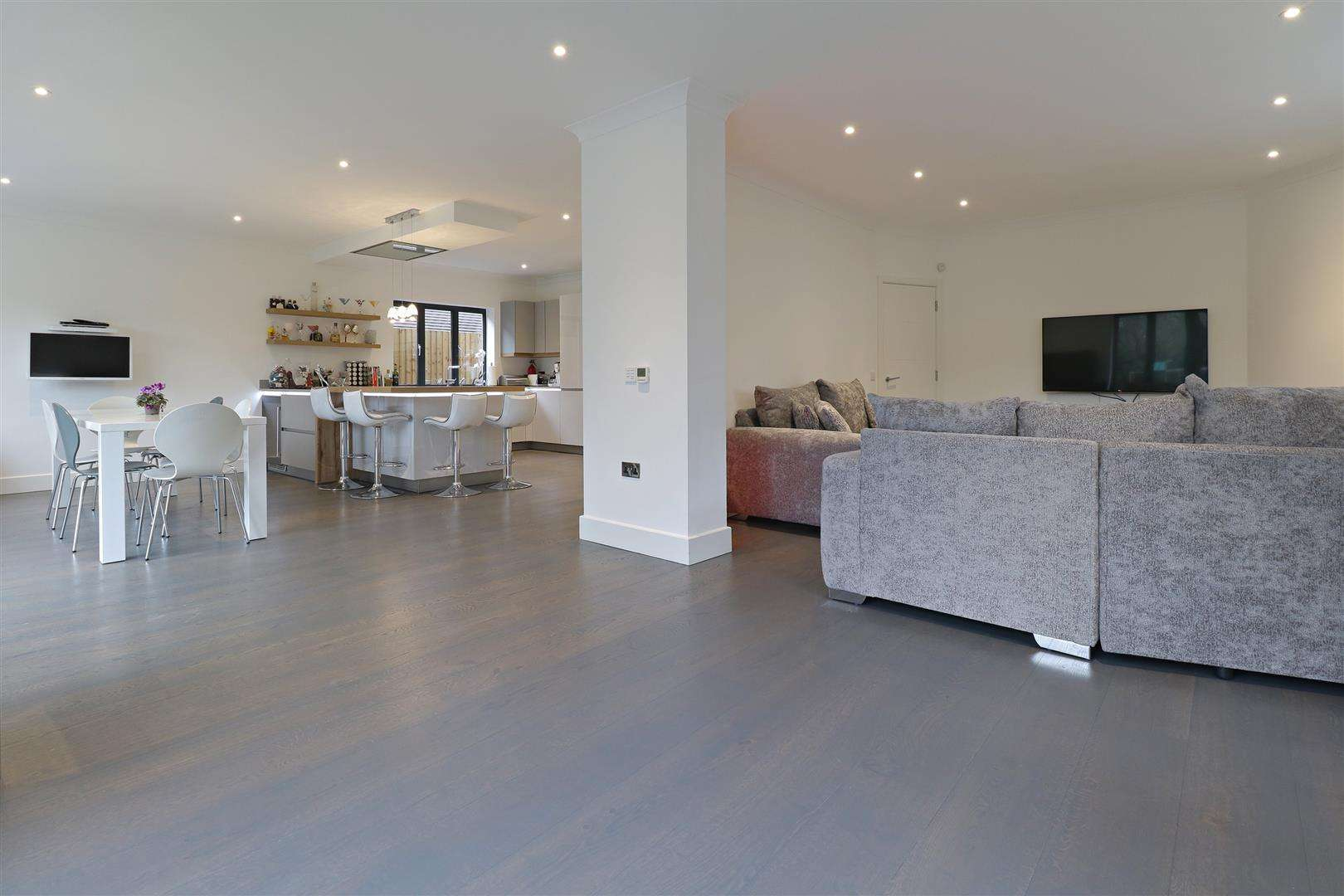 5 bed for sale in Watford Road, Radlett - (Property Image 4)
