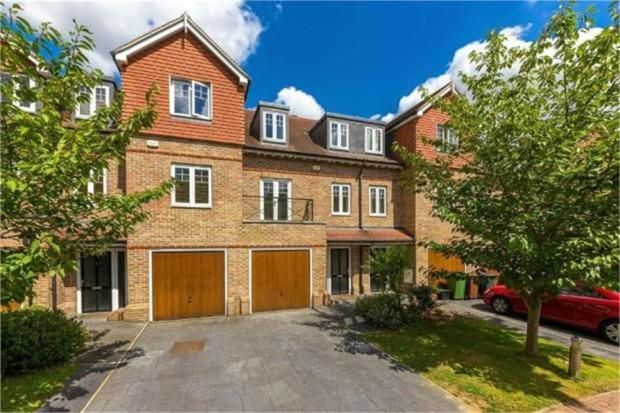 3 bed to rent in Radlett - Property Image 1