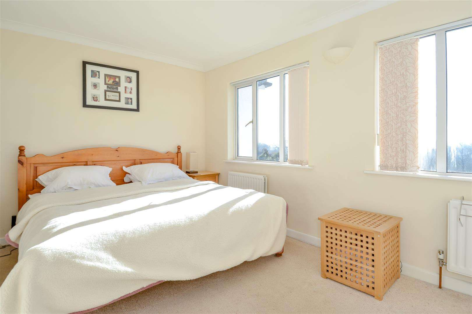 4 bed for sale in Merry Hill Road, Bushey - (Property Image 8)